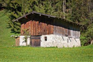 Какие хозяйственные постройки не облагаются налогом?